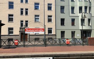Die KVB-Haltestelle Suevenstraße ist in wenigen Minuten erreichbar.